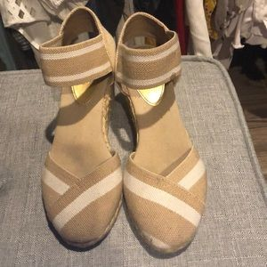 Shoes - Chaps stretchy canvas strap.